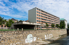 University of Applied Arts - and More (maxst001) Tags: 2016ayearinpicures 2016yip architektur frallewieneryipmembers graffity onmywaytowork wienfluss architecture vienna365