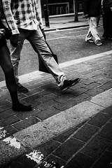 I'm walking (Marc Nikonis) Tags: street city england people man london english noir fuji leute gente strasse stadt londres gb angleterre fujifilm ingles rue blanc personnes ville homme gens inglese passant inghilterra anglais individus fussgaenger