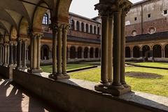 vercelli 160522_022 (gmcvrphoto) Tags: ombra architettura volta portico colonna pozzo capitello vercelli catena mattoni colonnato santandrea