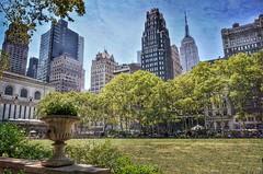 Bryant Park - NYC (Arnzazu Vel) Tags: park city nyc parque urban parco usa newyork texture textura buildings manhattan empirestatebuilding bryantpark modernarchitecture skycraper rascacielos grattacieli americanradiatorbuilding