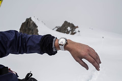 The Alpina Watches Horological Smartwatch for Ladies ref. AL-285STD3C6 (Alpina Watches) Tags: ladies white alps diamonds sleep alpina alpine wrist connected chic elegant activity tracking smartwatch horological alpinawatches al285std3c6