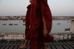 U Bein Bridge (Joe Le Merou) Tags: walking boats burma monks myanmar amarapura ubeinbridge canon450