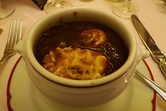 Brasserie Zdel, Piccadilly Circus, London (Ewan-M) Tags: england food london dinner soup soho piccadillycircus supper w1 starters frenchonionsoup frenchfood cityofwestminster glasshousestreet w1b soupealoignon brasseriezedel