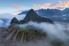 The Lost City (Tommaso Renzi) Tags: machu picchu fog inca cuzco clouds forest sunrise ruins tommaso per machupicchu nebular tommasorenzi incaruinssunrise