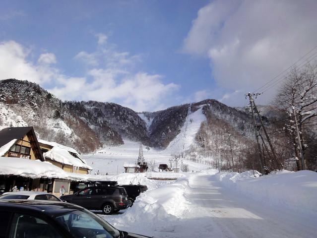 安房トンネルを抜けた先にある平湯温泉スキー場。|平湯温泉スキー場