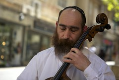 (Caitlin H. Faw) Tags: street musician music playing man canon caitlin beard eos israel eyes closed dof jerusalem performing may cello shops 5d stores performer eyebrows unibrow kippah yerushalayim cellist kippa markiii benyehudastreet faw 2013 caitlinfawphotography