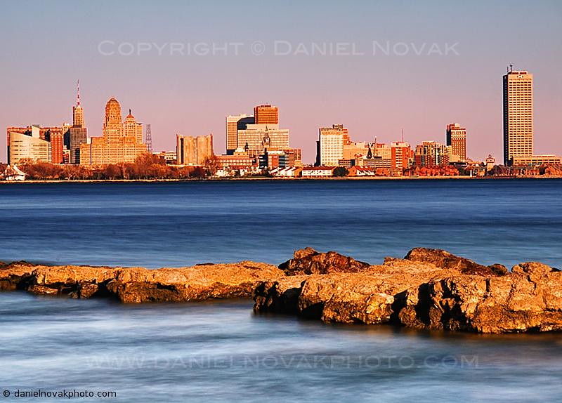 Buffalo Skyline across the Niagara River, with Garlic & Chilly Peppers (DSH_1158)