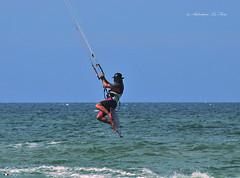 VOLARE SULL'ACQUA, I NUOVI SPORT: KITESURF (Salvatore Lo Faro) Tags: sport nikon italia mare kitesurf puglia divertimento volare gargano abilit vision:beach=066