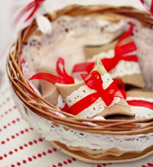 Recuerditos (Sol Z.B.) Tags: red mimbre rojo gifts canasta detalles cesta regalitos basquet cartn whiteandred lazos recuerditos blancoyrojo celebracincelebration