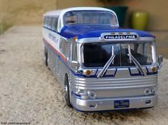 """Autobuses del Mundo"" No. 4: General Motors D-4106 Scenicruiser (smil Greyhound) (RiveraNotario) Tags: greyhound diecast scenicruiser autobusesdelmundo"