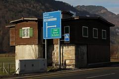 A6751 Infanteriebunker Garage ( Bunker - Militärbunker ) der Sperre - Sperrstelle Näfels des Reduit aus dem zweiten Weltkrieg der Reduitbrigade 24 bei Näfels im Kanton Glarus in der Schweiz (chrchr_75) Tags: chriguhurnibluemailch christoph hurni schweiz suisse switzerland svizzera suissa swiss chrchr chrchr75 chrigu chriguhurni 1312 dezember 2013 hurni131218 kantonglarus glarus zweiter weltkrieg anden verdenskrig toinen maailmansota seconde guerre mondiale seconda guerra 第二次世界大戦 tweede wereld oorlog druga wojna światowa segunda mundial andra världskriget sveitsi sviss スイス zwitserland sveits szwajcaria suíça suiza infanteriebunker bunker militär militärbunker sperre sperrstelle dezember2013 albumkleinesstachelschweinreduitbrigade24 kleines stachelschwein reduitbrigade 24 landesverteidigung zentralschweiz innerschweiz