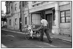 Carretonero (Eugenio Garca.) Tags: leica trix streetphotography streetlife fotocallejera v700 summitar 5cm iiif kokak