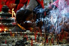 Recueillement (mariecdufour) Tags: nepal portrait asie enfant boudha fumee encens priere boudhisme lumbini