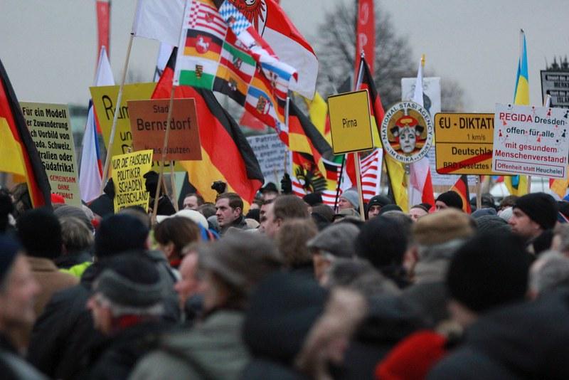 Pegida Dresden und Gegenproteste-15