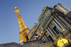 paris las vegas (dan.woeste) Tags: nikon lasvegas nevada eiffeltower casino nv 1855mm sincity parislasvegas lasvegasstrip d5100
