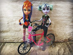 (Linayum) Tags: monster toys doll dolls mh mattel juguetes bestfriends bff muecas twyla mueca howleen linayum monsterhigh howleenwolf