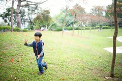 Running (Shun Daddy) Tags: life park travel family portrait people zeiss 35mm hongkong prime kid child f14 sony snapshot full carl frame    ff a7    distagon 2016   zm   mirrorless distagont1435