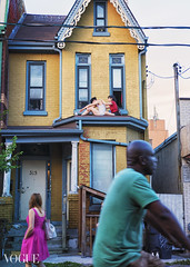 The Back Rub [PhotoVogue June 28, 2016] (Anne J Gibson) Tags: streetphotography kensingtonmarket backrub victorianhouse colorstreet xpro2