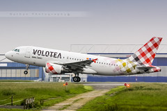 LIL - Airbus A319-112 (EI-FMT) Volotea (Aro'Passion) Tags: canon photography airport photos aircraft hangar landing volo airbus lil hop lille airlines schiphol han named rotate a319 dcollage lfqq lesquin a319112 natw 60d aropassion monteinitiale volotea eifmt variopositif