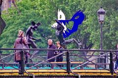 Paris Juin 2016 - 136 des sculptures sur le Pont des Arts (paspog) Tags: sculpture paris france statue seine cadenas arts statues pont sculptures padlocks pontdesarts