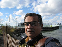 A selfie against the ferry wharf on Ward's Island (oldandsolo) Tags: canada ontario toronto torontocity islandsoftoronto wardsisland cbdtoronto financial district forecourt ferryterminal ferryboat boatride torontoislandsferry wardsislandferryterminal wharf camwhoring selfie