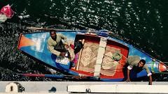 Vendedores en el Nilo (PhotoSebastian) Tags: ro vendedor egipto luxor boatman nilo