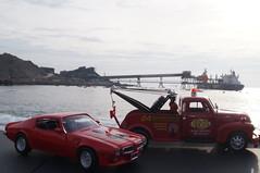 Pontiac Trans Am 1973 & Chevrolet 3800 Tow Truck 1953 diecast 1:24 (rigavimon) Tags: chevrolet 124 pontiac welly transam antofagasta diecast miniaturas motormax