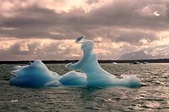 Transparências!! (puri_) Tags: islandia lagoa glaciar jokulsárlón icebergues transparentes azuis água verde montanhas neve céu nuvens escuras picmonkey