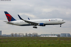 IMG_2615 (AlainG) Tags: plane avion cdg charledegaulle airport aeroport spotting boeingb767 delta landing atterrissage 27r n188dn canon5dmarkiii liner aviation boeing767332er iledefrance france