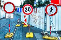 give me a sign! (POSITiv) Tags: prague prag forbidden jungle round trafficsign rund verboten positiv strasenschilder