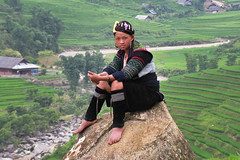 Hmong girl. Sa Pa, Viet Nam (NeSlaB ф.) Tags: woman nature field landscape photo women asia dress rice traditional terraces photojournalism tribal vietnam clothes ornaments te tradition agriculture tribe ricefield sapa hmong laocai developingcountries reportage neslab