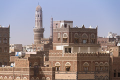Old Town Architecture (GEHPhotos) Tags: houses architecture rooftops mosque arabic arab yemen sanaa oldtown phototype ancientcity canoneos60d efs18200mmf3556is