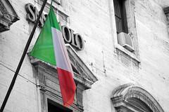 crisi (assillo) Tags: italy europa europe italia flag politics national economy nazione crisis banks banca bandiera problema crisi banche econmica vision:outdoor=0946