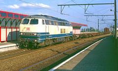 DB 215 027 @ Berchem (Peter Van Gestel) Tags: station br db 25 27 berchem trein ligne 225 215 lijn nmbs statie sncb
