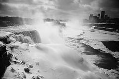 Niagara Falls (Almost) Frozen (Gaetano Scollo) Tags: bw usa canada niagarafalls frozen fiume niagara bn acqua ghiaccio cascate ghiacciato bianoenero cascateniagara