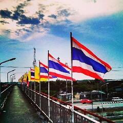 Thailand flag &beautiful sky เดินผ่านแล้ววิวสวยเก็บภาพมาฝาก ที่นี่ประเทศไทย♥ #Thailand #flag #beautiful #beautifulsky #sky #skyporn #skywatch #colorful #instagood