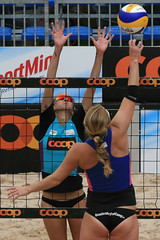 PG0O8618_R.Varadi-fotogalerie-rv.ch (Robi33) Tags: show summer game sport ball court switzerland sand play action competition basel victory player beachvolleyball international block umpire viewers