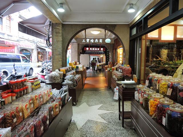 台北市迪化街・寧夏夜市散策(ストリートフード・屋台料理が味わえるオプショナルツアー)