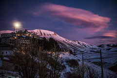 Nubi lenticolari / Wave clouds (Michele Massetani) Tags: light sunset italy moon mountain snow clouds trekking canon tramonto mark wave ufo ii lee stuff neve di moonlight snowshoeing wilderness montagna norcia cose castelluccio nubi lenticolari
