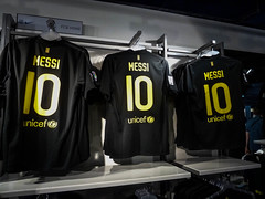 Lionel Messi shirt (robswan87) Tags: barcelona sport football spain barca soccer campnou fcb messi laliga lionelmessi lm10