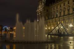 2014-12-19_21-29-29 (domi.girod) Tags: quaideseine pyramidedulouvre photosdenuit parisnovembre2014 clubptotos
