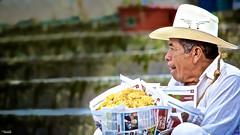 Que mas le llevo? (Blas Torillo) Tags: people man mxico mexico nikon gente streetphotography puebla hombre cuetzalan seor professionalphotography fotografaenlacalle fotografaprofesional mexicanphotographers d5200 fotgrafosmexicanos nikond5200