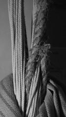 Texturas de mi Hamaca (LuisK) Tags: textura luz cuerda hilo sombras penumbra tejido