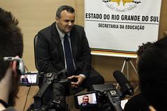 AGENDA (Secretaria da Educao do Rio Grande do Sul) Tags: tv do foto portoalegre local rs evandro entrevista ufrgs gabinete secretrio oliveiraseduc 24062016 24062016entrevistaufrgstvlocalgabinetedosecretriofo