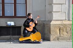 Weinviertel Korneuburg DSC_0638 (reinhard_srb) Tags: musiker song rathaus gitarre geld lied stadtplatz koffer snger noten fussgngerzone strassenmusik weinviertel gesang unterhaltung korneuburg spende