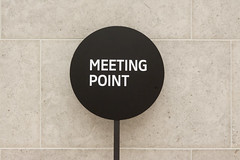 Meeting point (Jan van der Wolf) Tags: sign contrast square text round rijksmuseum bord musem rond meetingpoint vierkant map145108v