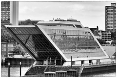 Dockland (michael_hamburg69) Tags: building germany deutschland office hamburg brogebude form hafen bro schiff elbe dockland brtarchitektenbotherichterteherani parallelogramm