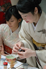 DSC_6739b - Making tea the Japanese way. Japan Fair - one day event held on 5th June 2016 in the historic STUC Building - Glasgow (henryhulley) Tags: ladies beauty japan japanese tea kimono