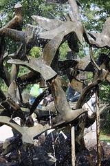 Der Schwarm. / 03.07.2016 (ben.kaden) Tags: berlin brunnen skulptur 1967 tierparkberlin 2016 dietrichrohde möwenbrunnen 03072016