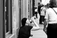 della serie LA STRADA  IN VIAGGI E VIAGGIATORI n. 13 (Maria Grazia Marrulli) Tags: street travel people men torino blackwhite women strada italia gente bn persone donne streetphoto viaggio img hommes biancoenero femmes peuple noirblanc uomini urbanfragments pieropel citazione paesaggiourbano viaggiatori 4813 sentirsialtrove vitanellastrada lastradavita sconosciutiallascoperta